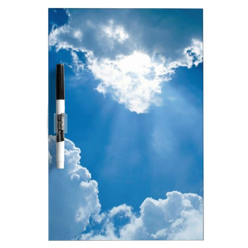 Rayos de los cielos de las nubes tablero blanco