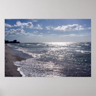 Rayos de Sun en el océano Póster