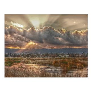 Rayos en la postal de la puesta del sol