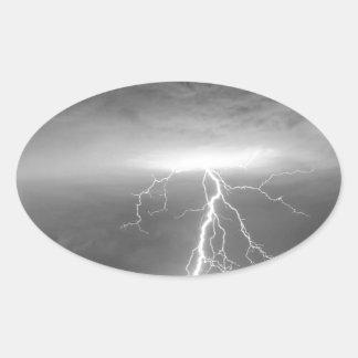 Rayos que siguen la lluvia BWSC Pegatina Ovalada