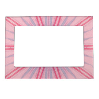 Rayos rosados y azules en marcos magnéticos rosas