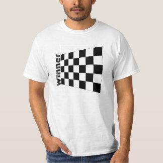 Raza auto que compite con la camiseta a cuadros de playera
