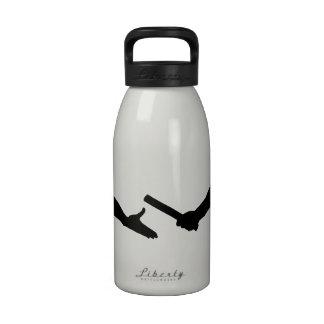 Raza de relevo botellas de agua reutilizables