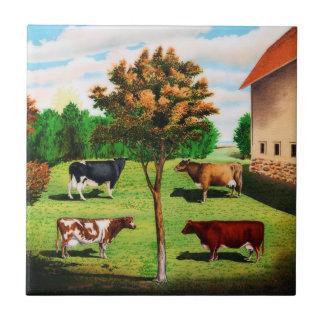 Razas típicas de la vaca del vintage en la granja azulejo cuadrado pequeño