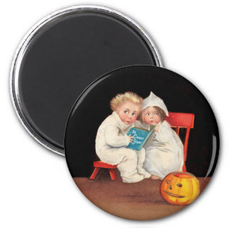 Read Scary Story Magnet
