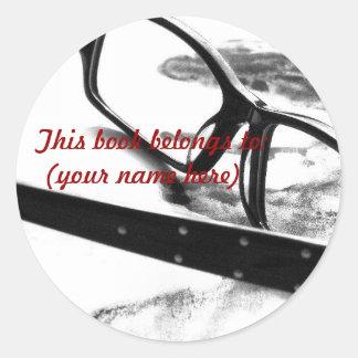 Reading glasses round sticker