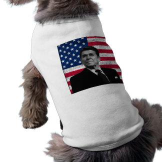 Reagan y la bandera americana playera sin mangas para perro