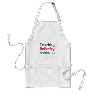 Realización de creencia de enseñanza delantal