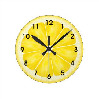 Rebanada amarilla de los agrios del limón reloj redondo mediano