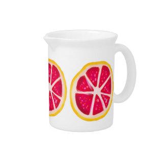 Rebanada amarilla del pomelo de la fruta cítrica d jarras de beber