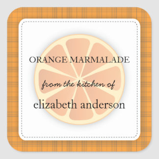 Rebanada anaranjada con la tela escocesa de la coc