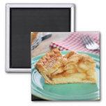 Rebanada de empanada de manzana cocida fresca en l iman