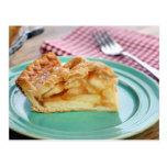 Rebanada de empanada de manzana cocida fresca en l tarjetas postales