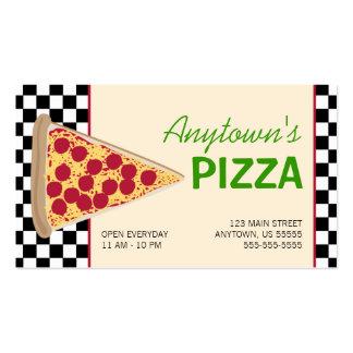 Rebanada de la pizza y pizza negra del tablero de tarjetas de visita