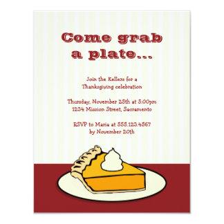 """Rebanada de pastel de calabaza en cena de la invitación 4.25"""" x 5.5"""""""