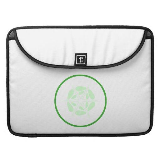 Rebanada de pepino. Verde y blanco Funda Para Macbook Pro