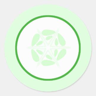 Rebanada de pepino. Verde y blanco Pegatina Redonda