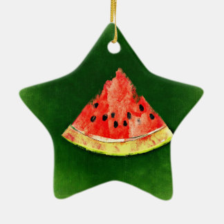 Rebanada de sandía en fondo verde adorno navideño de cerámica en forma de estrella