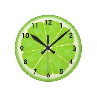 Rebanada verde de los agrios de la cal reloj redondo mediano