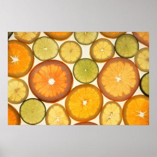 Rebanadas anaranjadas de los agrios del pomelo de  posters
