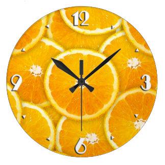 Rebanadas anaranjadas reloj redondo grande