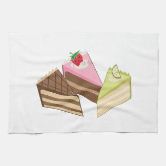 Rebanadas de la torta toallas de cocina