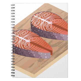 Rebanadas de pescados rojas de color salmón note book