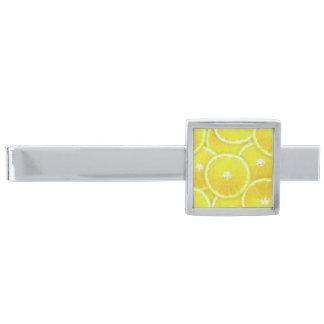 Rebanadas del limón alfiler de corbata plateado
