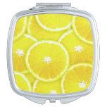 Rebanadas del limón espejo de viaje