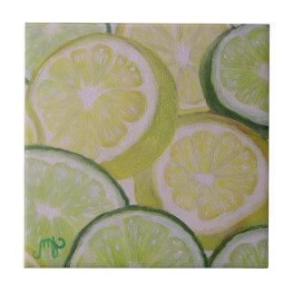 Rebanadas del limón y de la cal - teja