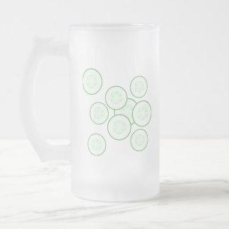Rebanadas del pepino tazas de café