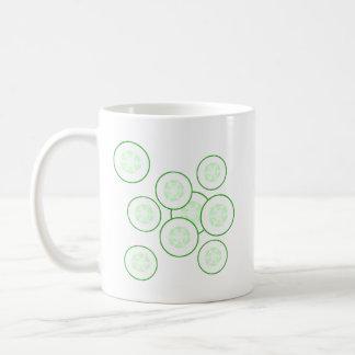 Rebanadas del pepino taza de café