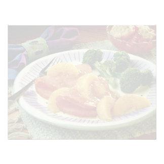 Rebanadas deliciosas del jamón con los melocotones membrete