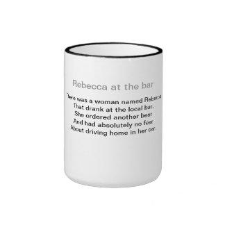 Rebecca en la barra taza de dos colores