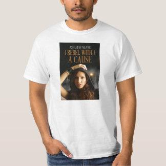Rebelde del valor de los hombres con una camiseta poleras