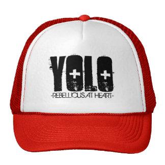 Rebelde en el gorra Yolo del camionero del corazón