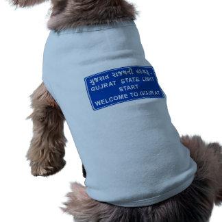 Recepción a Gujarat, señal de tráfico, la India Camiseta Sin Mangas Para Perro