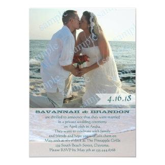 Recepción de la invitación de la boda de la foto