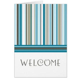 Recepción del empleado de las rayas azules a la ta felicitación