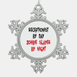 Recepcionista del asesino del zombi adorno