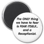 recepcionista del miedo imanes