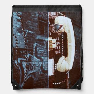 Receptor urbano fresco del teléfono público de la  mochilas
