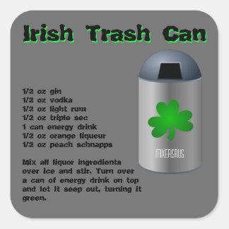 Receta irlandesa de la bebida del bote de basura pegatina cuadrada