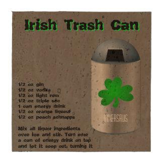Receta irlandesa de la bebida del bote de basura posavasos