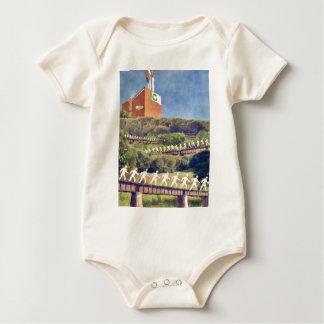 Reciclaje de la comunidad traje de bebé