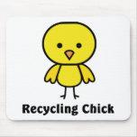 Reciclaje del polluelo tapete de ratón