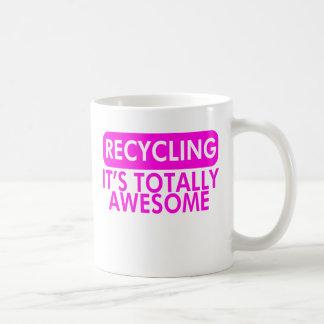 Reciclaje, es impresionante (el rosa) taza