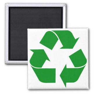 Reciclando el símbolo - verde imán cuadrado