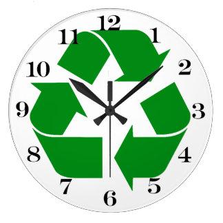 Reciclando el símbolo - verde reloj de pared