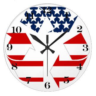 Reciclando símbolo - blanco y azul rojos reloj